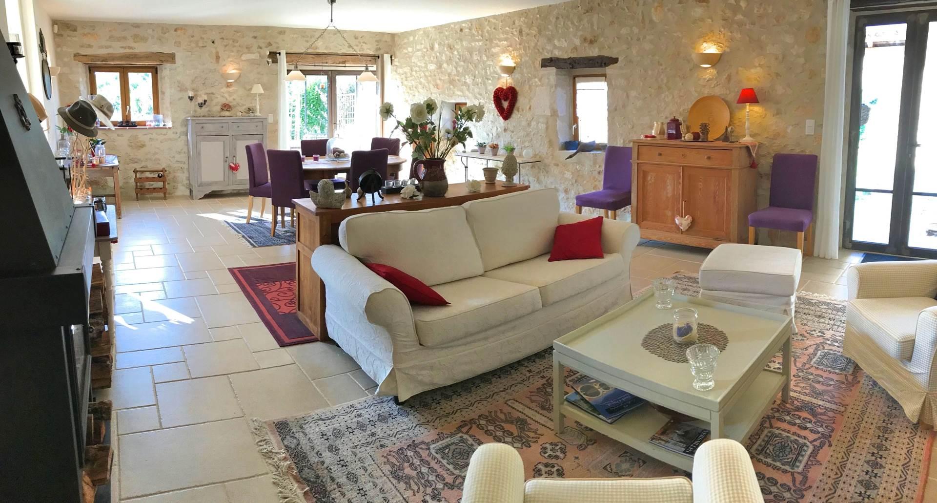 Grand séjour de Côté Granges avec salon et salle à manger