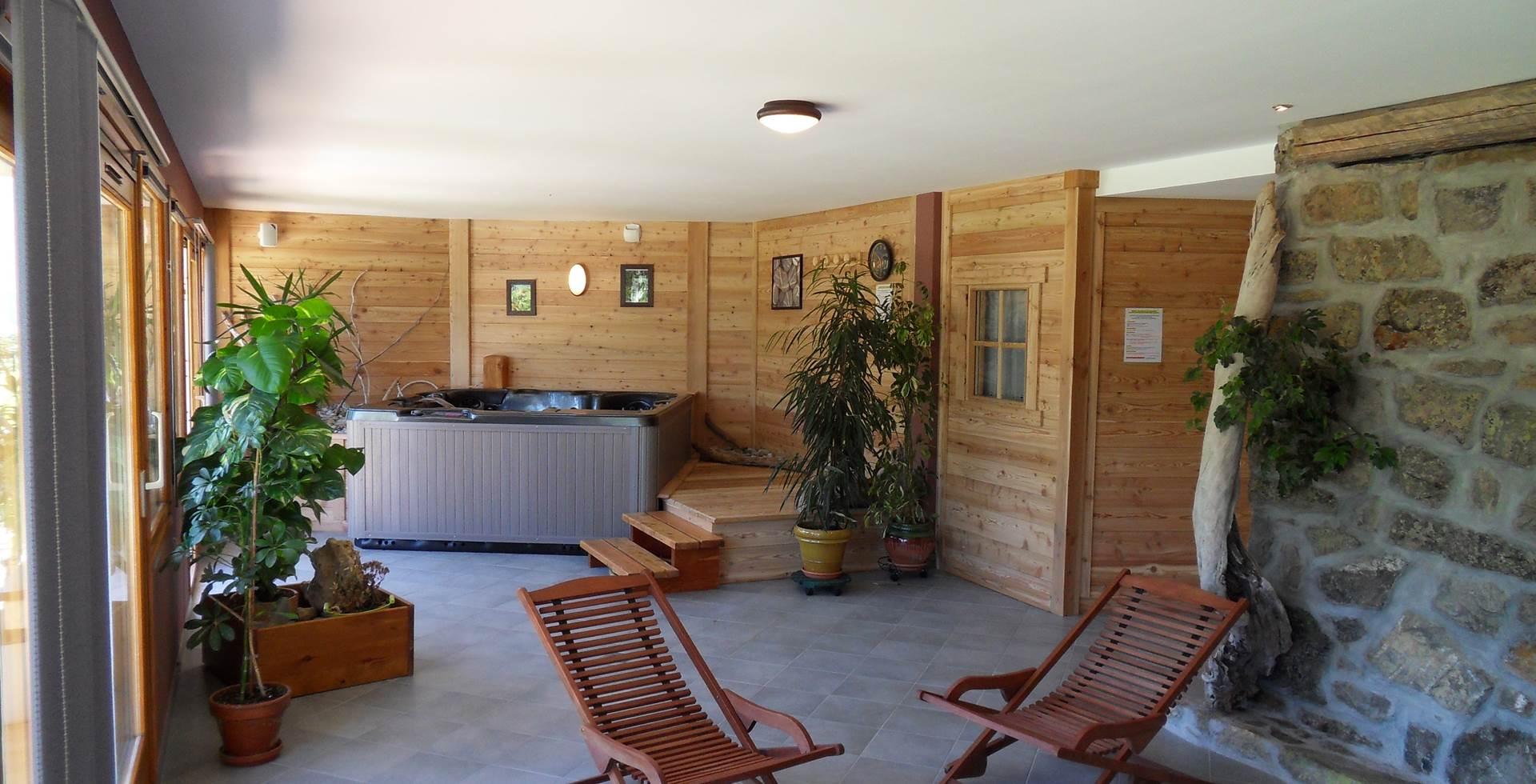 Espace détente saunajacuzzi