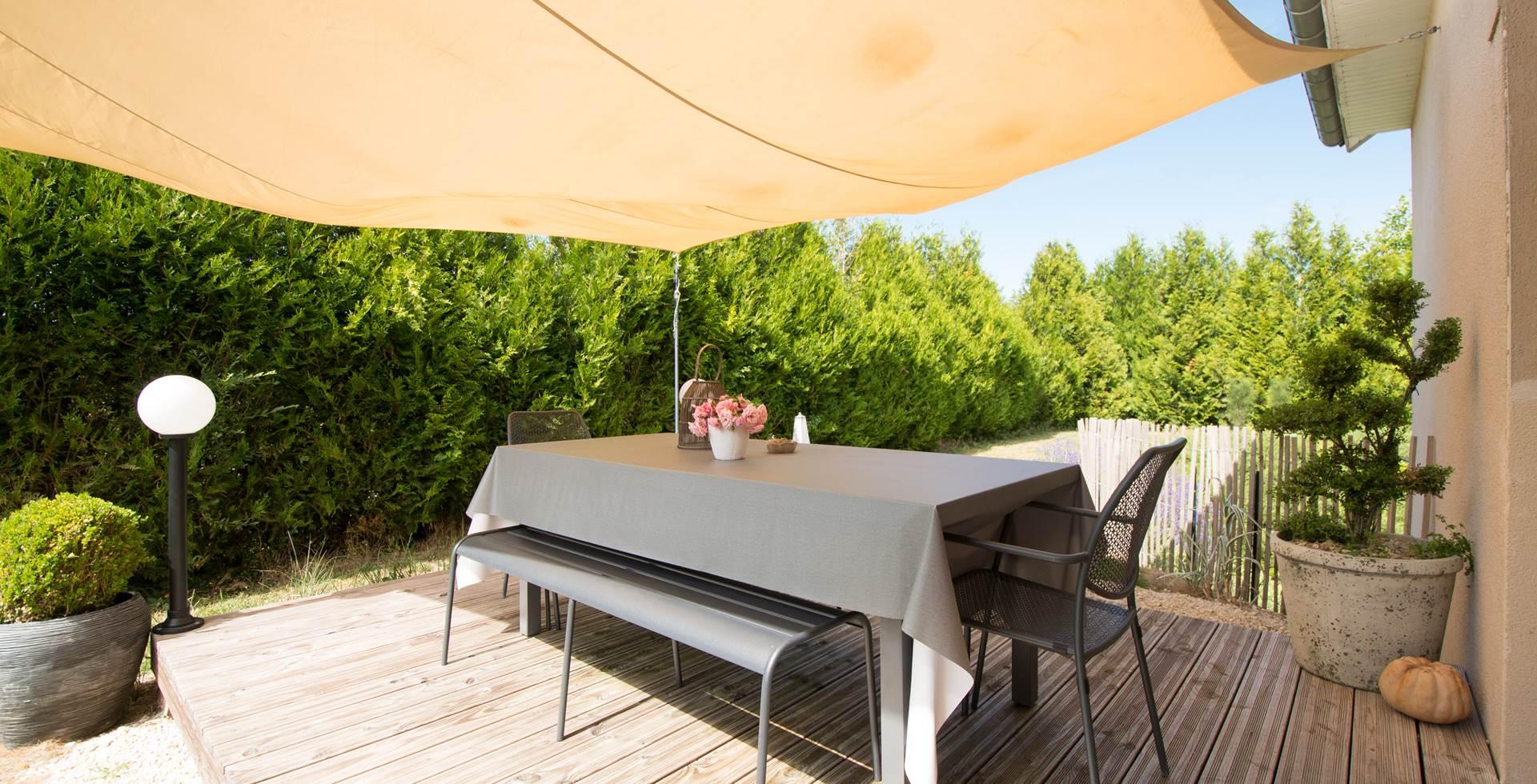 Terrasse cuisine Gîte du Puit Des GRanges Faux Vesigneul