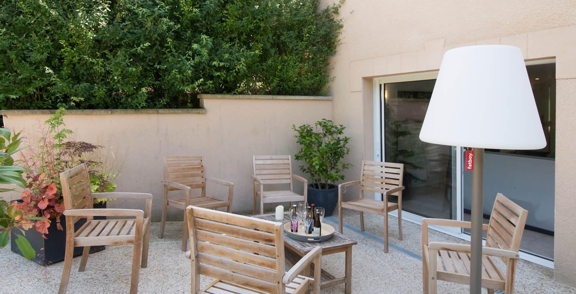 Terrasse rez-de-jardin Gîte du Puit Des GRanges Faux Vesigneul