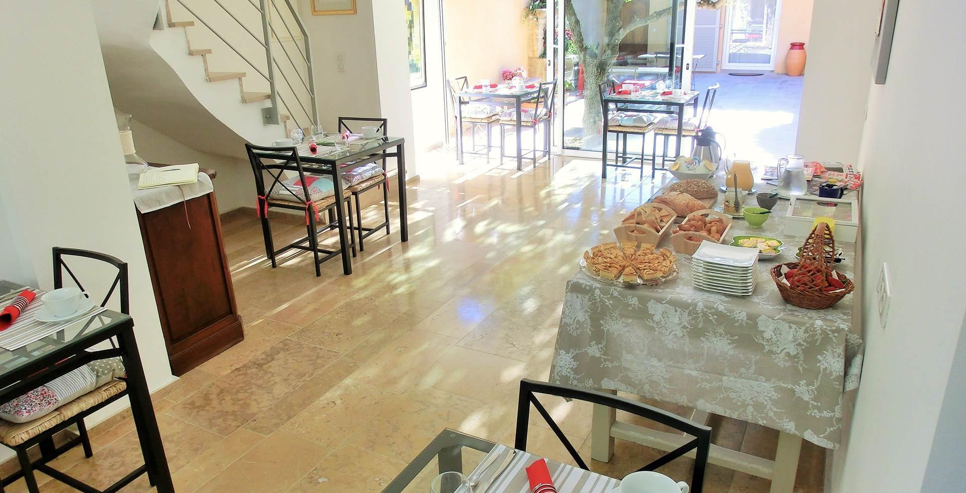 Salon petit déjeuner Villa Azur Golf Bandol