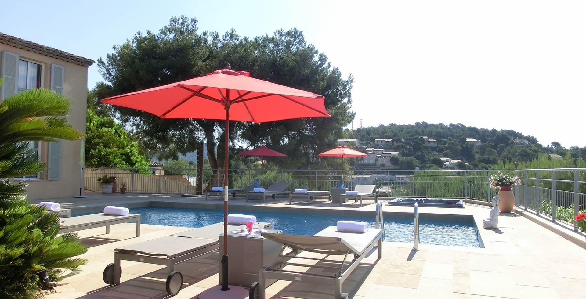 Terrasse piscine Villa Azur Golf Bandol Var