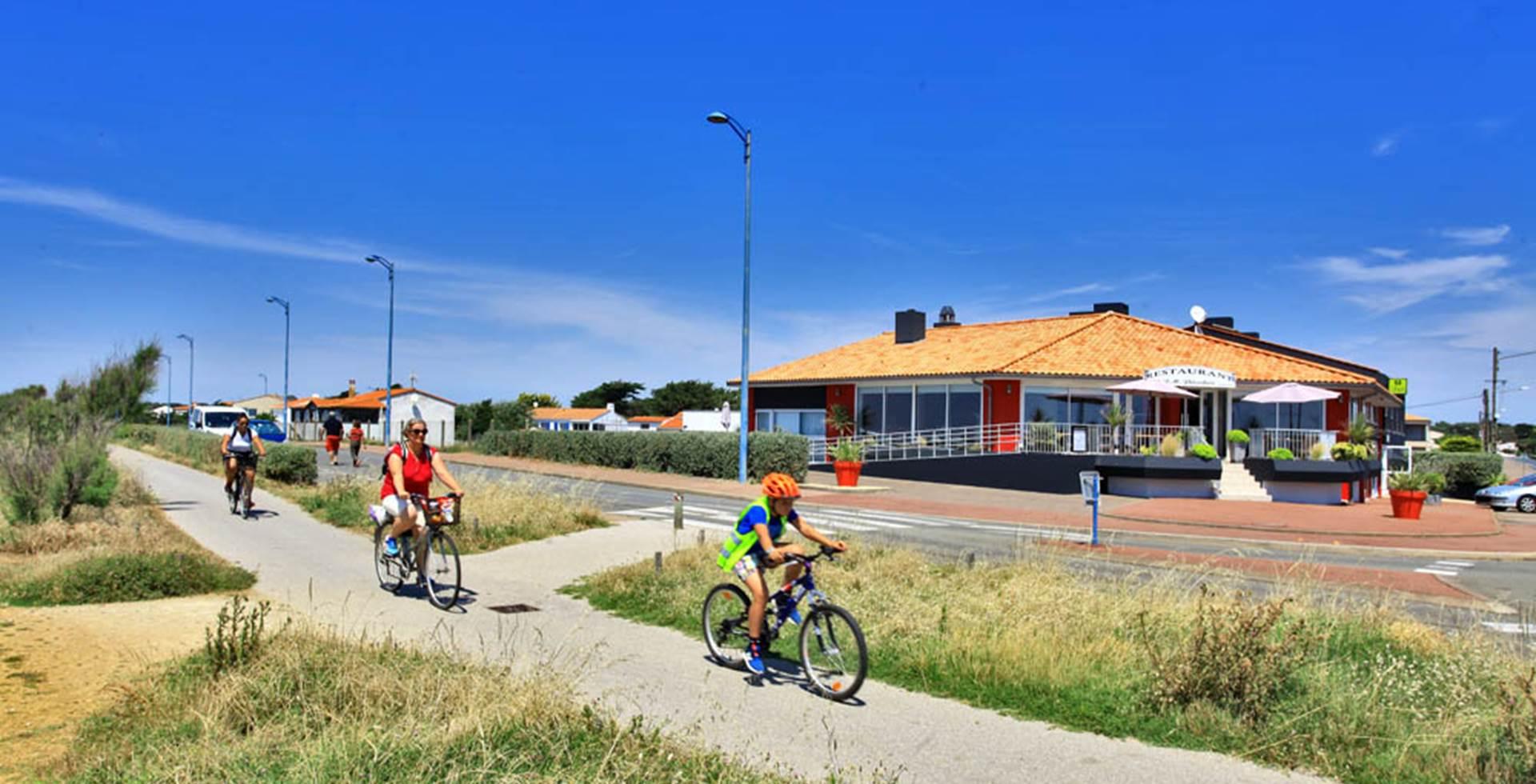 Balade en vélo sur la piste cyclable entre St Gilles et les Sables d'Olonne