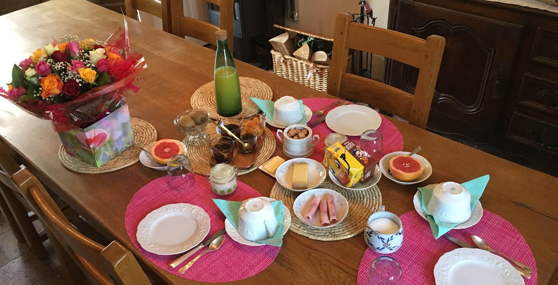 Le Petit Déjeuner est servi quotidiennement