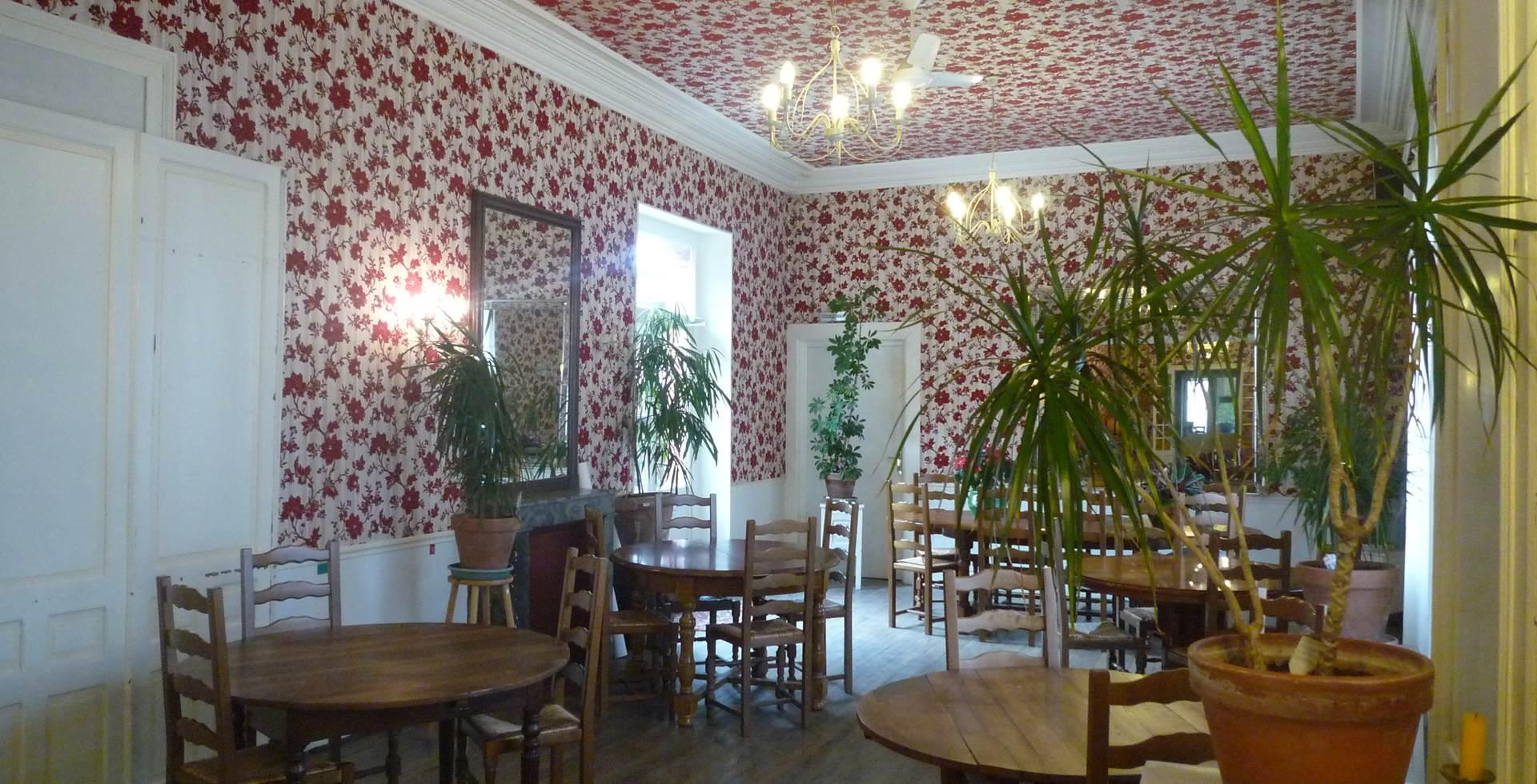 Salle de restaurant côte cour intérieure