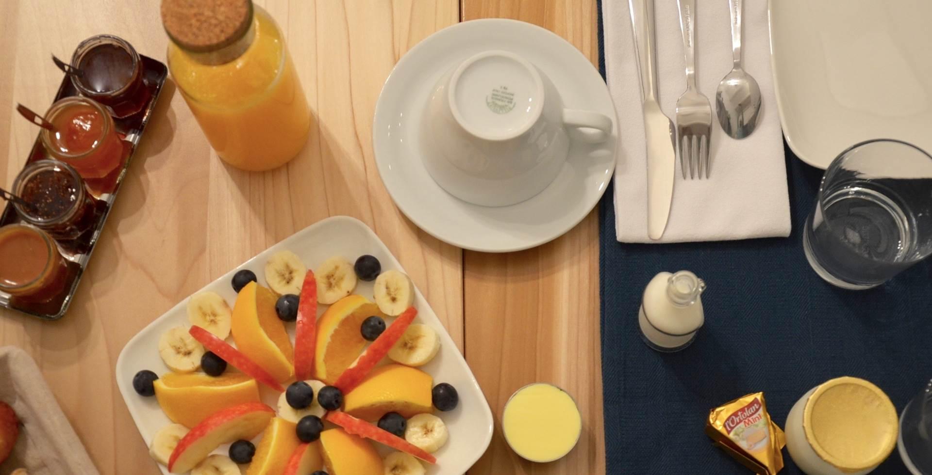 Petit déjeuner La Soucarede chambre d'hôtes à Grabels