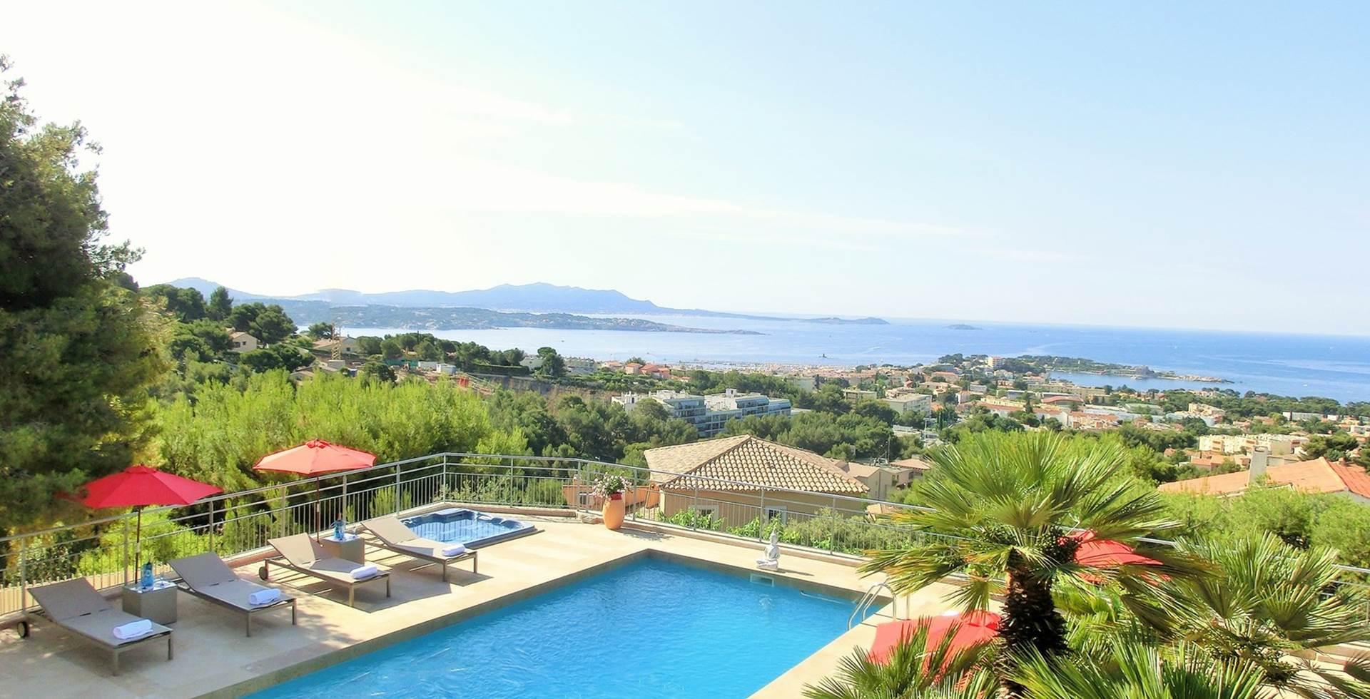 Terrase vue mer avec piscine Villa Azur Golf Var Bandol