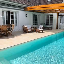 Grande Terrasse et piscine privative couverte et chauffée
