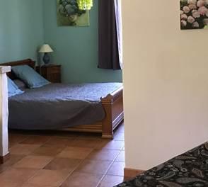 La Bleue est une chambre d'hôtes à Montauban en Tarn et Garonne. Grande chambre accueillant 3 personnes. Accès facile aux Gorges de l'Aveyron.