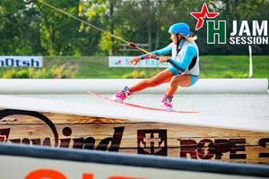 De nombreuses activités à proximité : à moins de 5 minutes, wake board, paddle, canoë, randonnées à pied ou à vélo...