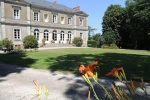 Le Plessis Grimaud, vous accueille dans son gîte (3 épis) et ses 3 chambres d'hôtes (4 épis) dans une nature préservée.