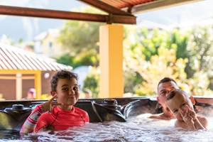 Spa de Nage Jacuzzi les bungalows des makes