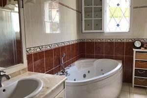 Salle de bain douche et baignoire rdc