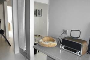 cuisine et vue sur l'entrée