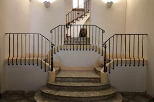 Le hall d'entrée du château de la Rocasse