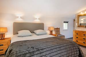 Chambre-lit-king-size-Villa-Riviera-Casa-Dina