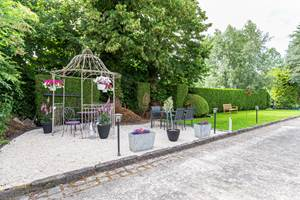 au petit Dragon b&b - perspective du jardin et de la terrasse