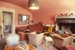 Lounge club avec cheminée