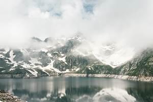 Vue du refuge du Lac de Migouélou