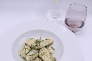 Filet de barre sur lit de poireau et sauce au Champagne