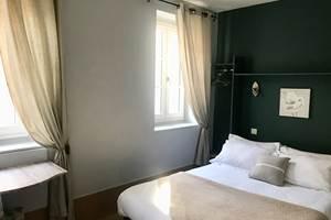 Chambre double premier prix Hôtel des Bains Figeac