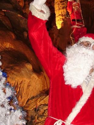 La Magie des Lumières de Noël à la Grotte de Trabuc