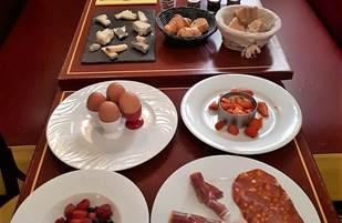 Petit déjeuner complet ( ne pas tenir compte des fruits)