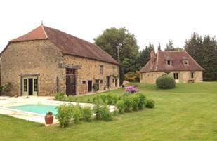 Gi^te rural les Rouvereaux a` Saint-Me´ard en Limousin vue piscine