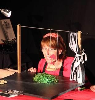 Théâtre d'objets : Le petit chaperon rouge
