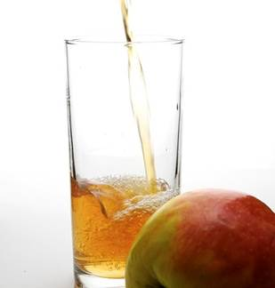 Démonstration de fabrication de jus de pomme