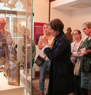 Visite guidée de la Basilique de Mézières, ses vitraux et son trésor d'art sacré