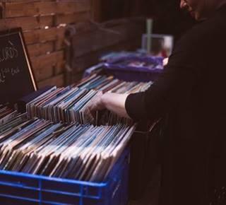 Marché des artisans, du livre ancien et de vinyle