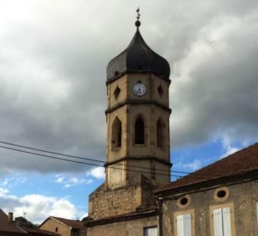 Le toit de l'église en forme de... figue !
