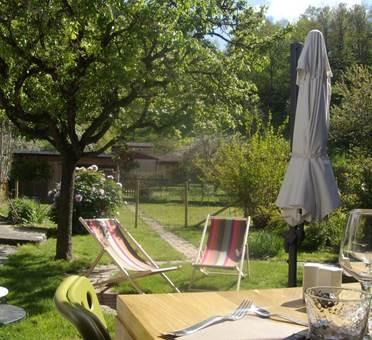 la terasse et le jardin du restaurant la maison lacube