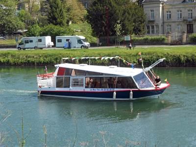 """Croisières en bateau à Monthermé à bord du """"Roc"""""""
