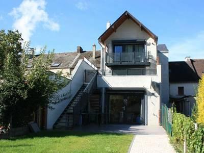 Appartement, vallée de la Meuse, terrasse vue sur Meuse et massif des Ardennes. Accueil Motards