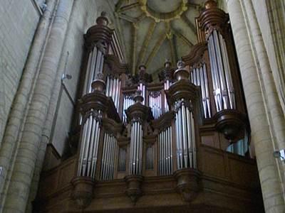 """Visite guidée """"Ville d'Art et d'Histoire"""": Les grandes orgues de la Basilique et les vitraux de Durrbach"""