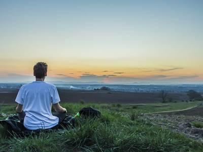 Méditation et relaxation au Mont de Fromelennes