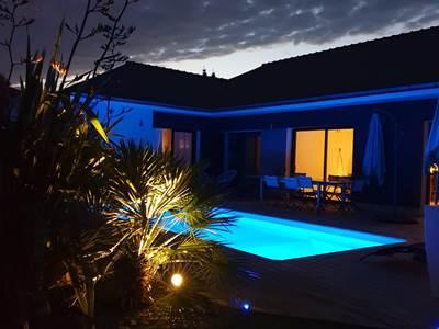piscine-nuit-la-villa-descoublac1