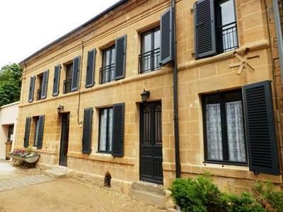 Maison proche de Charleville-M, terrain clos 1500m², 12 pers.