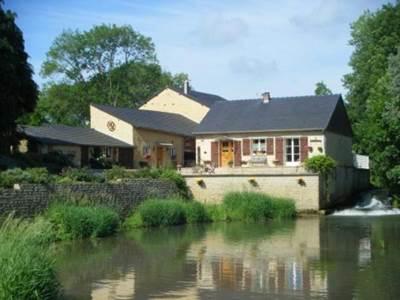 Maison à 8kms de Charleville-Mézières, piscine couverte, prêt de VTT