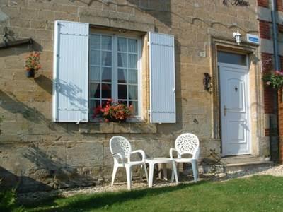 Maison rénovée avec garage et jardin clos proche de Sedan et lac de Bairon