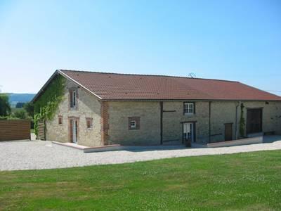 """Gite """"Chez la Grand-Mère"""" , ancienne ferme rénovée avec jardin en Argonne"""