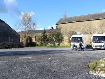 Aire de camping-car du Relais de Poste aux Chevaux - Launois-sur-Vence