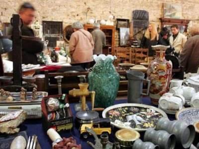 Marché mensuel de l'Antiquité et de la brocante