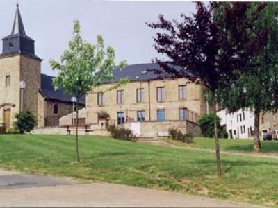 2 chambres, proche de Sedan et Bouillon (poss. 18 pers. avec gîte attenant)