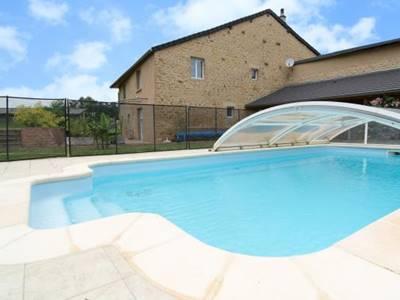 Appartement à 8kms de Charleville-M., piscine, accueil équestre, prêt de VTT