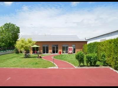 Le Terrier Ensoleillé, maison exposée plein sud avec piscine intérieure, salle de fitness et sauna