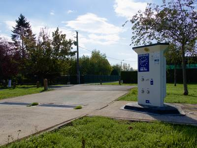 Aire de services pour camping-car - Attigny