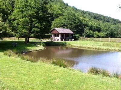 Chalet Deluve, au coeur de la forêt à côté de la Belgique, avec 2 étangs